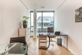 Rent day office with view on Hamburg city center