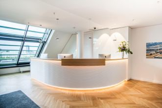 Lease office in Hamburg with exclusive interior
