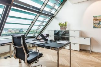 Hire office in Hamburg with noble facilities