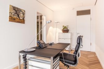 Hire friendly and bright office in Hamburg