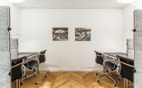 Hire office in Hamburg for four clerks
