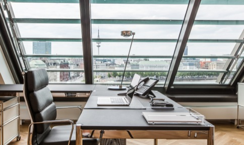 Hire day office with noble interior in Hamburg