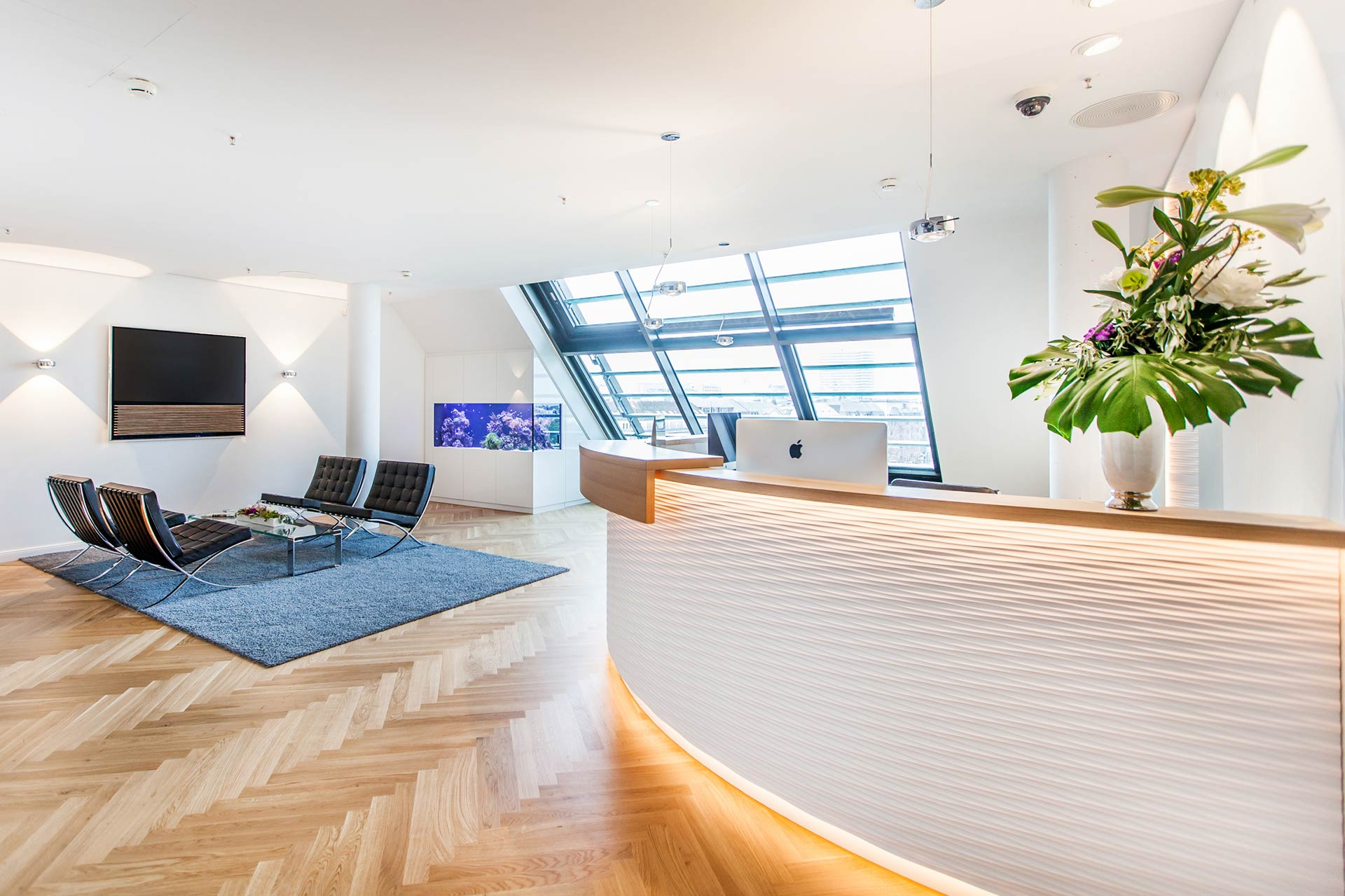 Officespace in Hamburg including reception desk and chairs